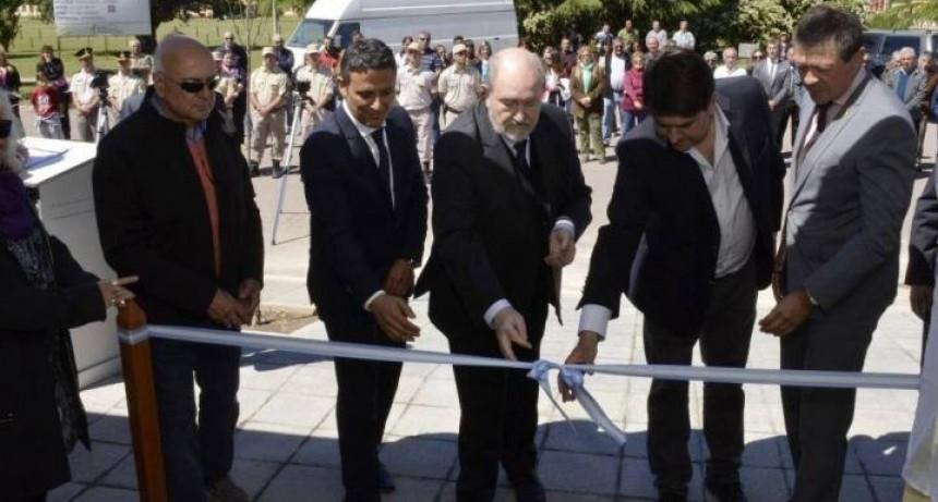 Verna inauguró una comisaría y 27 cuadras de asfalto en Riglos