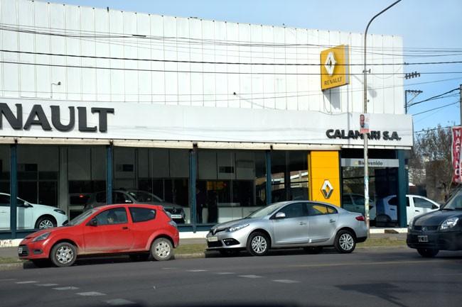 Calamari vendió la agencia de autos