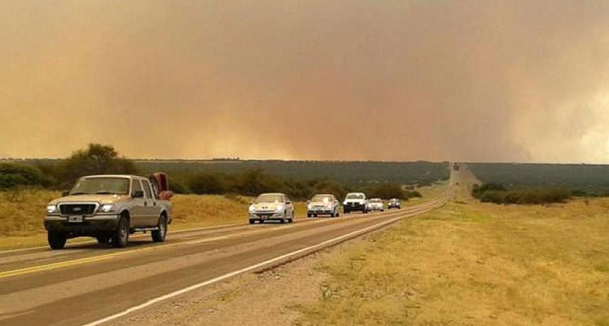 Cortaron la Ruta 35 por el incendio en Quehué