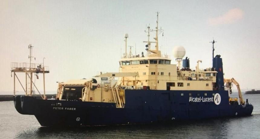 Buques franceses instalan en Las Toninas nuevo cable submarino para ampliar el ancho de banda internacional de la Argentina en Internet