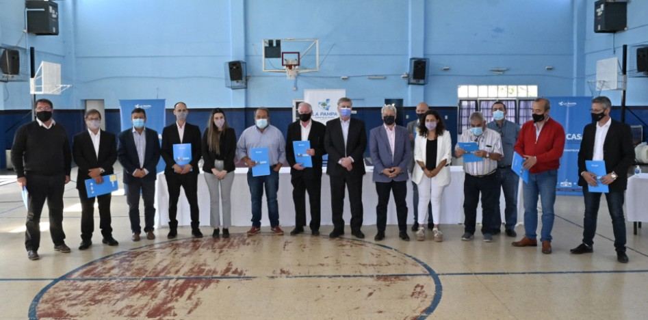 Ziliotto firmó convenios por viviendas para 10 localidades