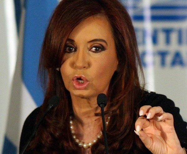 VUELVE CFK