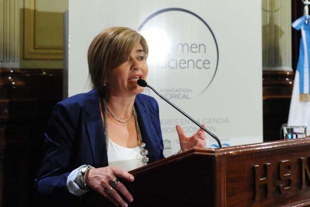 Maria higonet con mujeres de ciencia