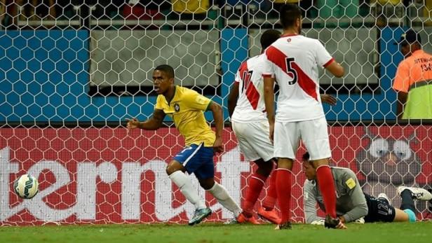 El triunfo de Brasil sobre Perú en Salvador Bahía se justificó por la diferencia jerárquica de sus protagonistas.