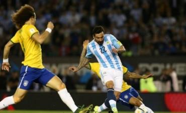 Argentina y Brasil se enfrentan en el Monumental