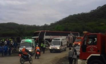 Al menos 40 heridos por un accidente de un colectivo en Salta
