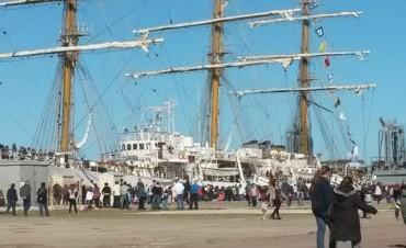 El navío regresa de su 45° viaje de instrucción y será recibido con una gran fiesta