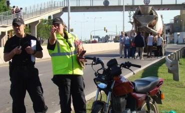 El conductor de una moto Honda 150