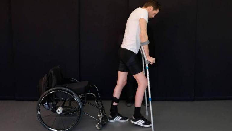 Tres pacientes parapléjicos volvieron a caminar