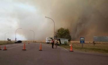El incendio que se había desatado a las 14.30 horas en un campo a la altura del acceso a Pehuen Co