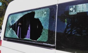 El vehículo del Presidente fue apedreado en Neuquén.