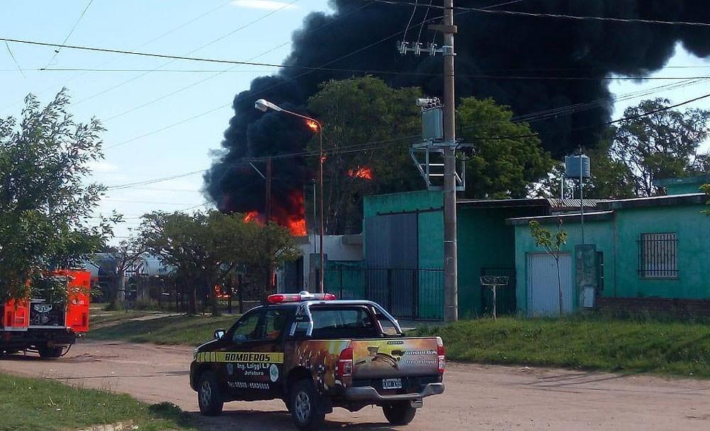 Explosión: el agroservice de Luiggi ardió durante 4 horas