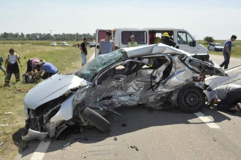 Seis pampeanos muertos al chocar dos autos en la ruta