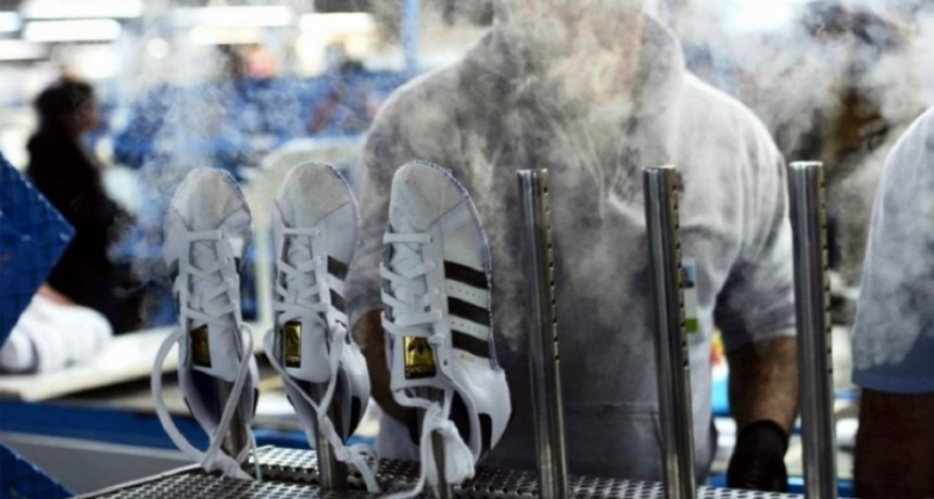 Cerró la planta que producía para Adidas en Chivilcoy