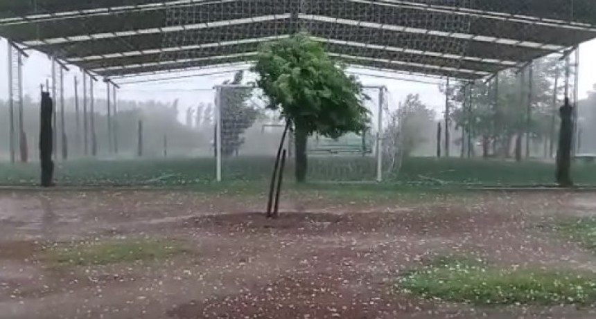 Lluvia, viento y granizo en Victorica