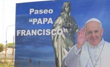 SE INAUGURÓ EL PASEO PAPA FRANCISCO EN DARREGUEIRA